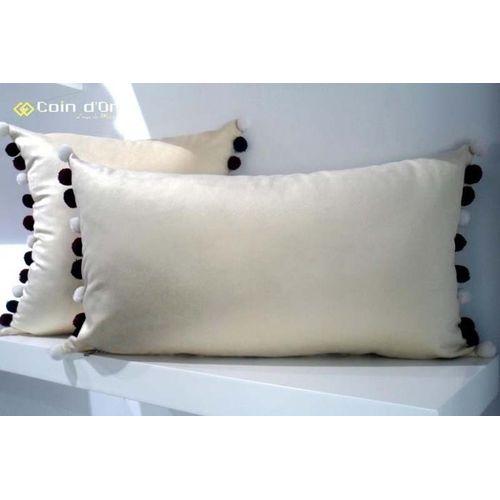 nafnaf set de 2 coussins avec pompon en laine carr et rectangulaire noir blanc rouge. Black Bedroom Furniture Sets. Home Design Ideas